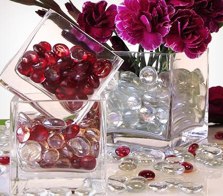 Декор стеклянной вазы камушками