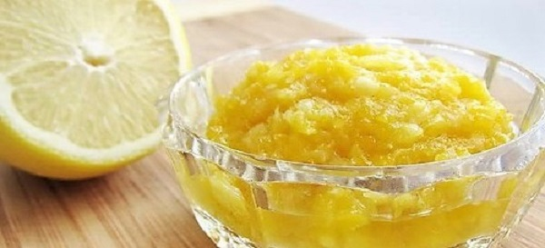 Лимон измельчить вместе скоркой