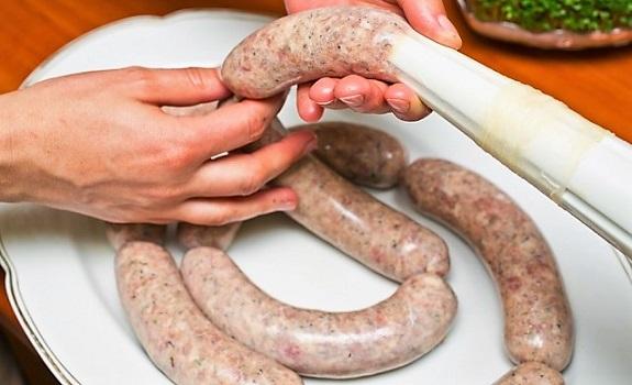 Как сделать колбасу дома в кишках 35