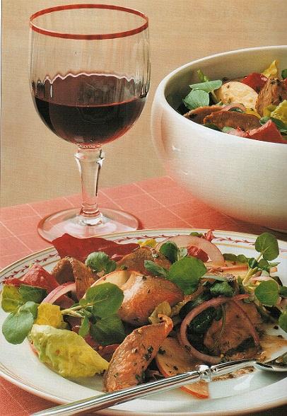 Салат рецепт: салат из утиных грудок с вином и яблоком