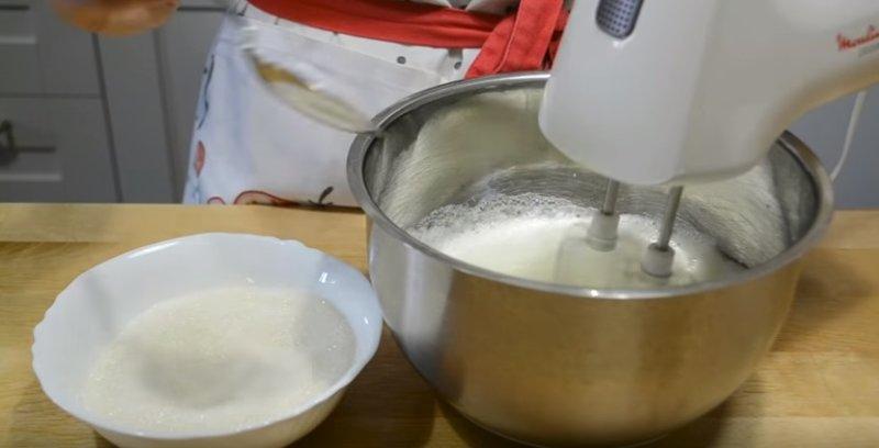 Пирог с клубникой: 4 рецепта вкусной выпечки в духовке