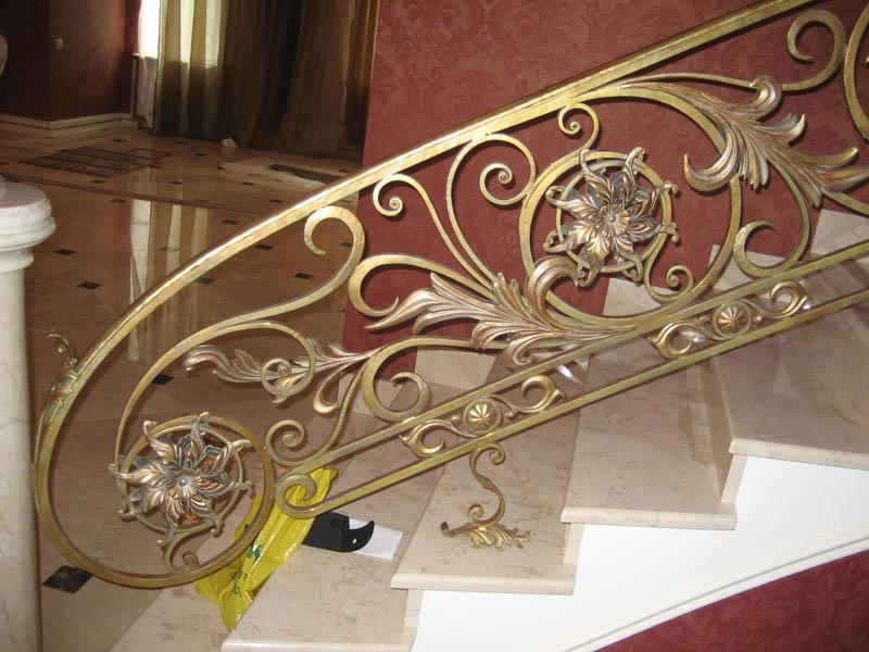 ковка в ограждении лестницы