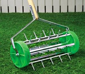 rolling-lawn-aerator