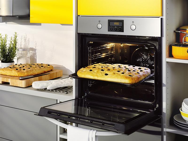 zanussi-quadro-zop37902xk-pyrolytic-oven-lifestyle_0