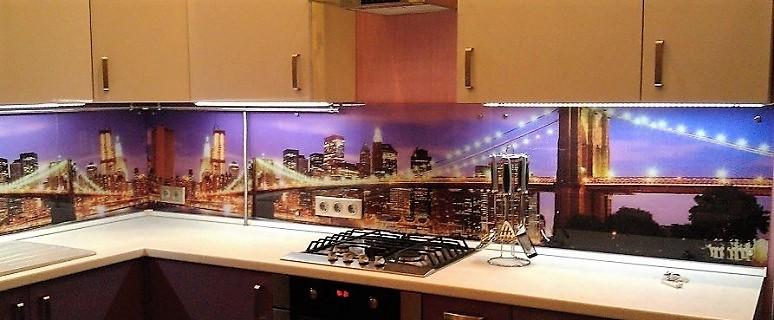 Современные идеи - стеклянный фартук для кухни