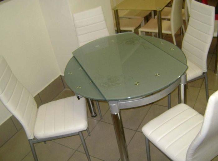 steklyannyj-stol-transformer-dlya-malenkoj-kuxni