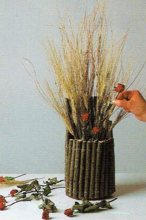 декор в деревянной вазе