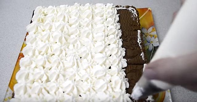 крем сверху торта