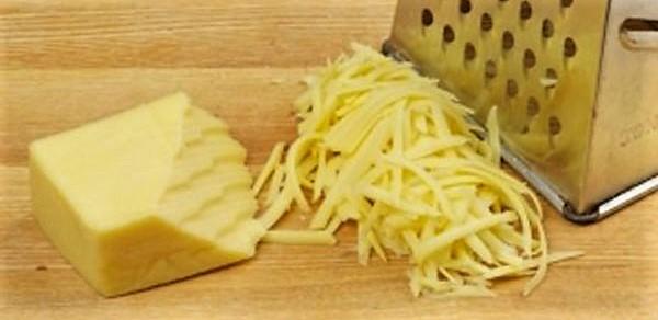 Натереть сыр пармезан