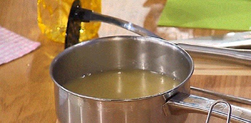 сок виноградный в кастрюле