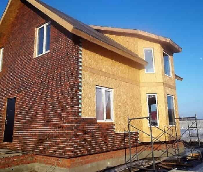 дом с отделкой из кирпича