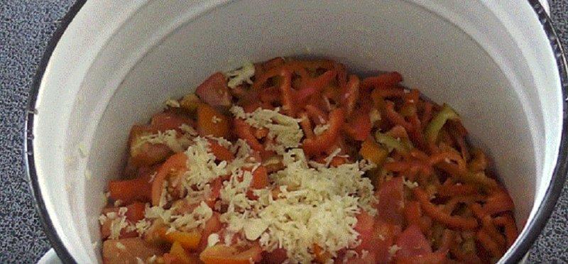 чеснок в помидорах