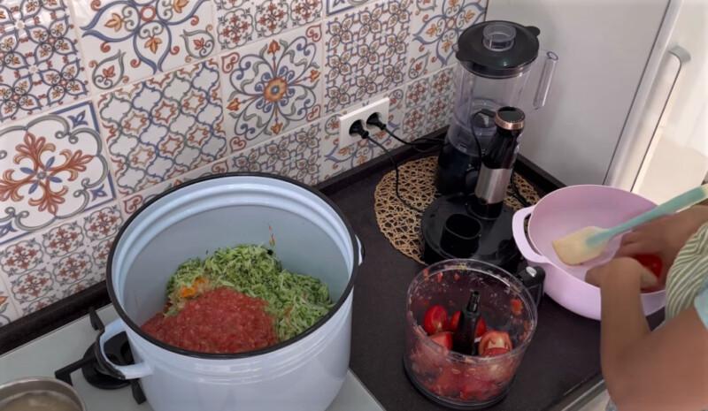 овощи в кастрюле для варки