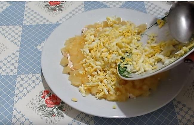 слой кусочков ананаса