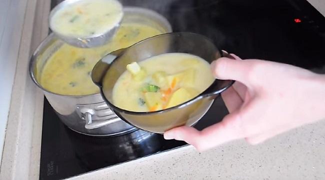 суп налить в тарелки