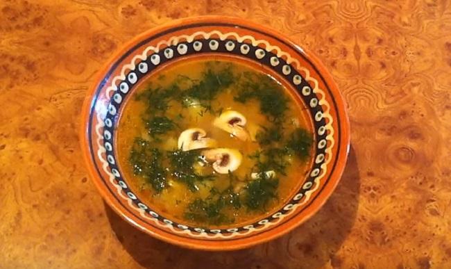 сырный суп в тарелке