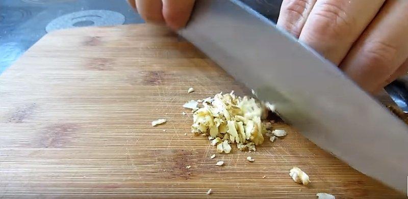 нарезаем орехи