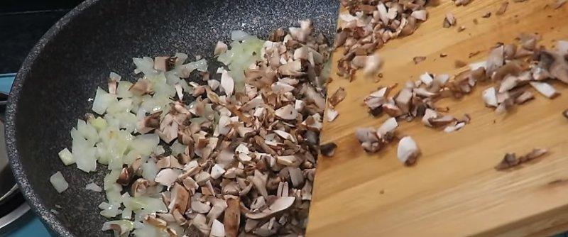 лук и грибы