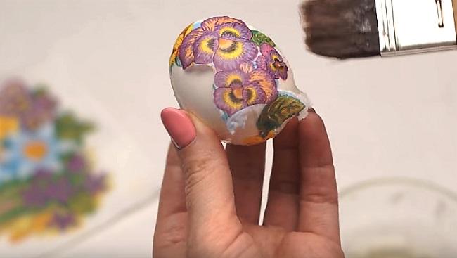 цветок на яйце