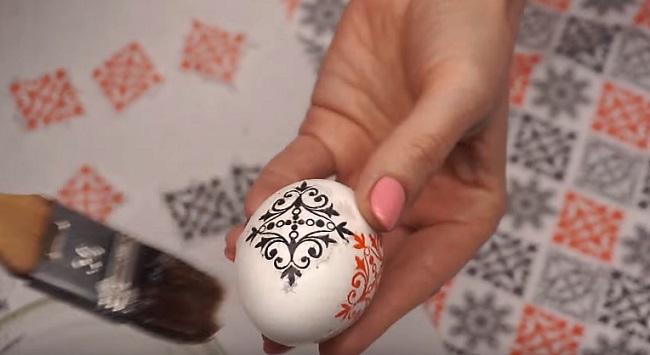 геометрический рисунок на яйце