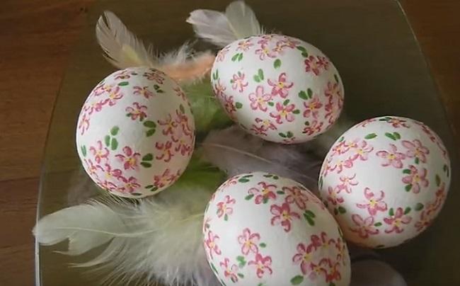 яйца с перышками
