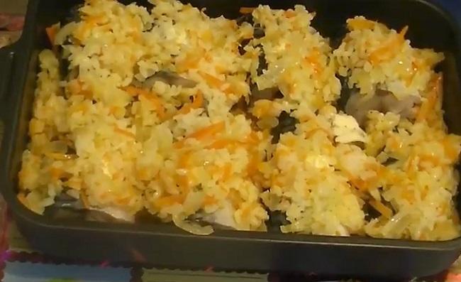 овощи с рисом на рыбе
