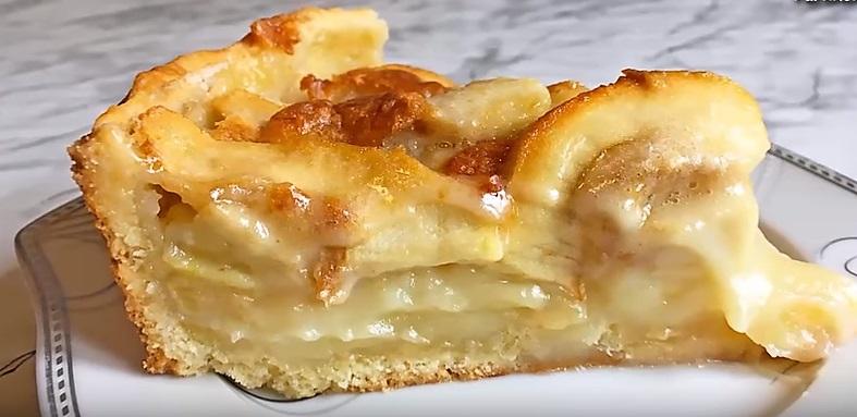 кусок яблочного пирога