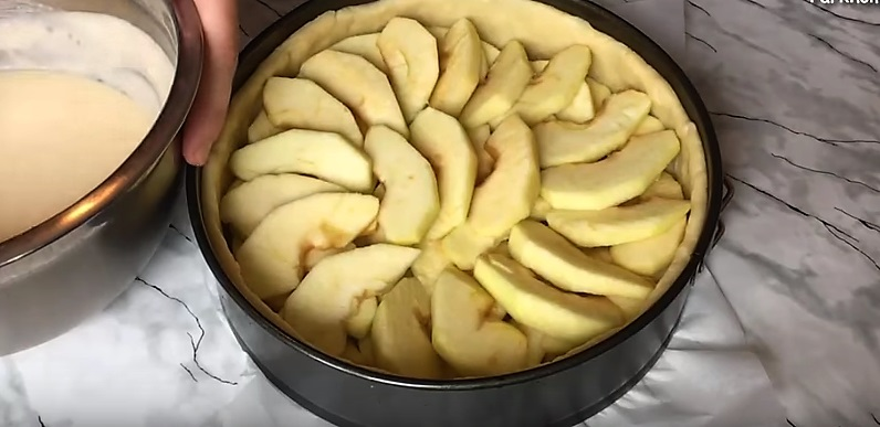 яблоки в форме из теста