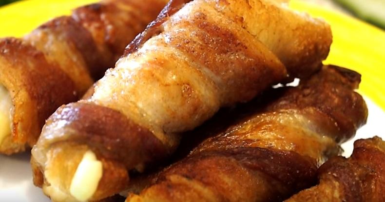 завтрак из хлеба и бекона