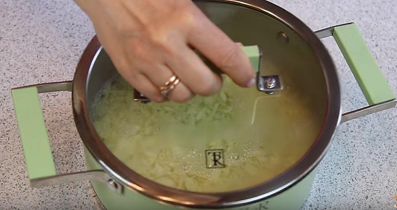 капусту заливаем горячей водой