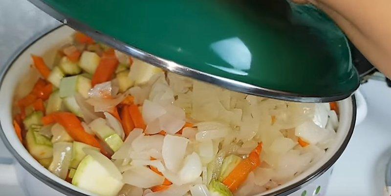 закрываем овощи крышкой