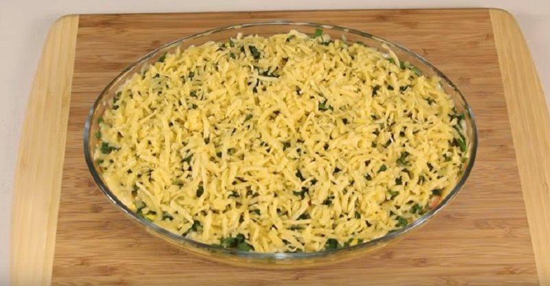 добавляем зелень и сыр сверху