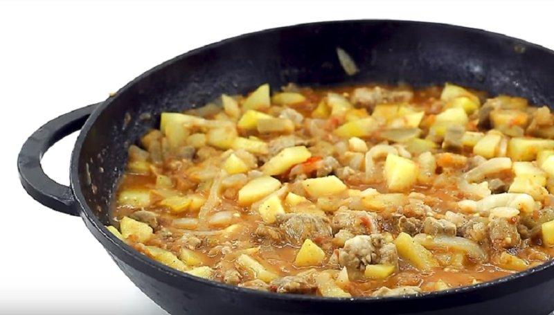 овощное рагу с мясом готово