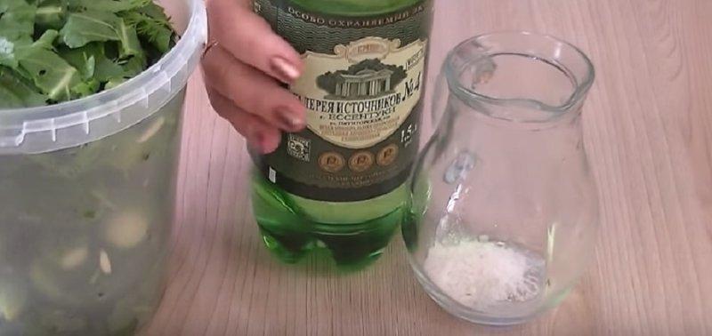 минералка в бутылке