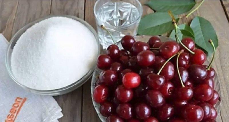 вишня и сахар