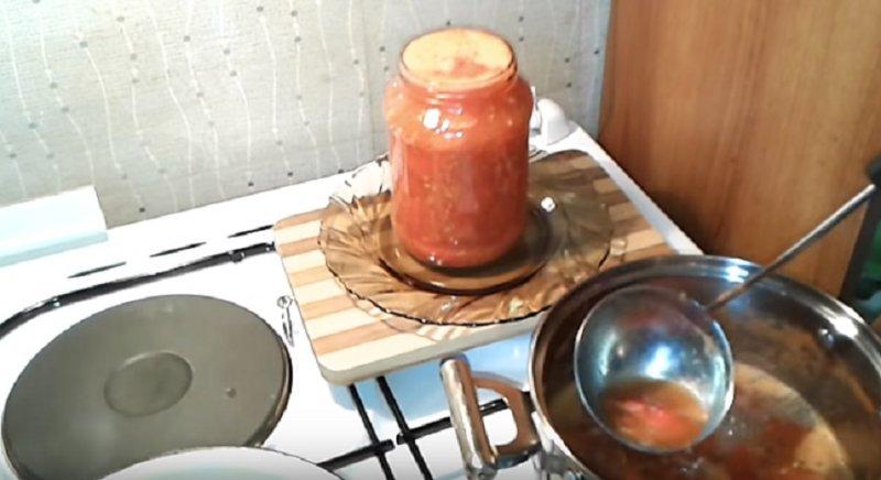 помидоры в банке доверху