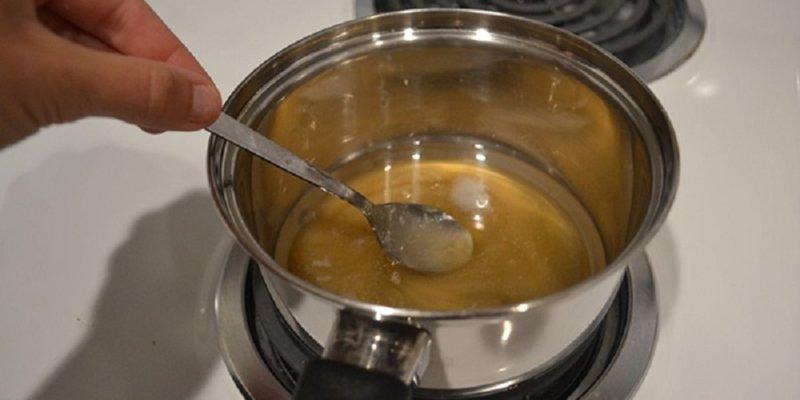 мед в кастрюле