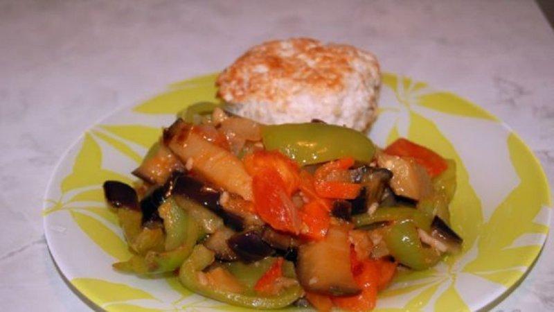 котлета с тушеными овощами