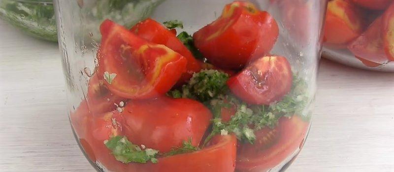 помидоры в банке