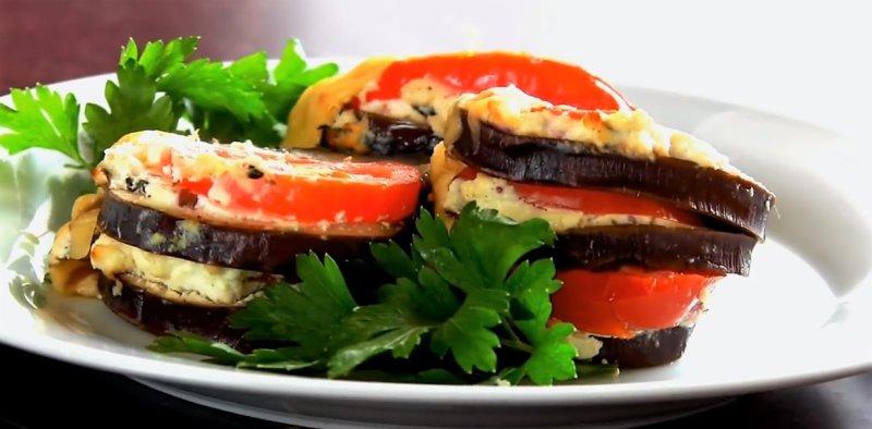 овощное рагу на тарелке