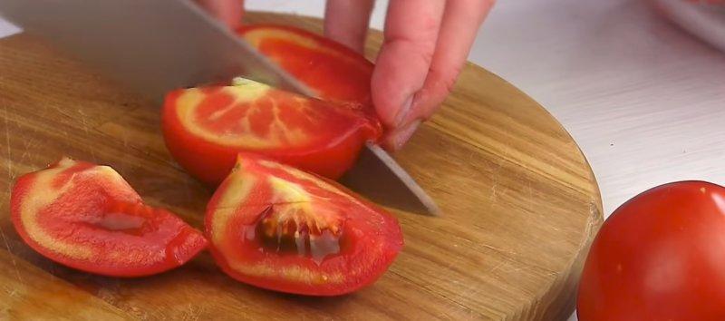 нарезаем помидоры по-корейски