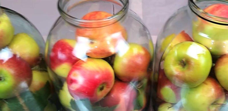 яблоки в банках