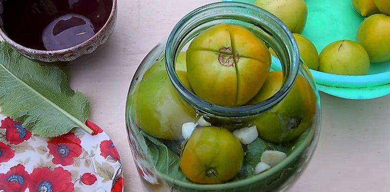 надрез на помидорах