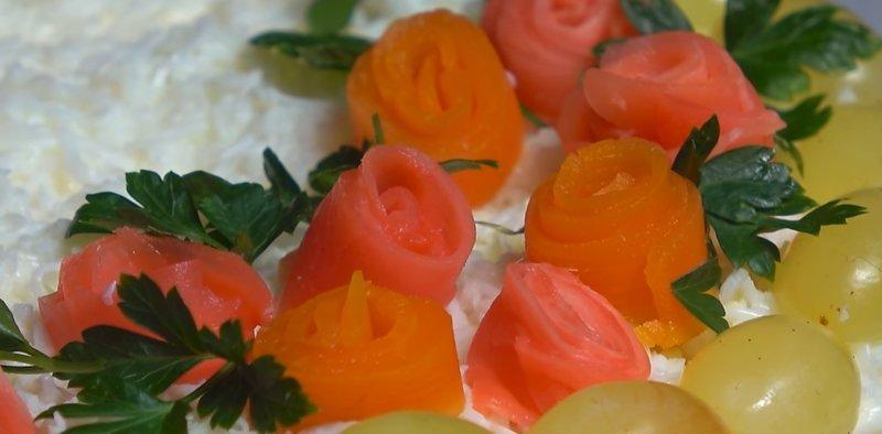 розы на салате