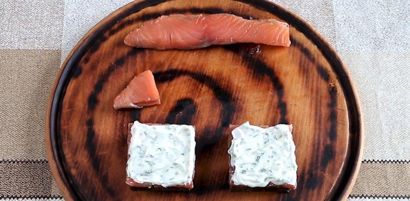 слой сыра с зеленью