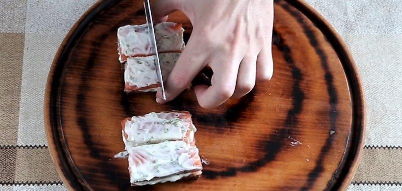 разрезаем хлеб