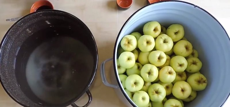 яблоки моченые в ведре