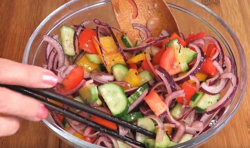 перемешивание овощей