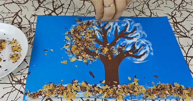 клеим крошки листьев