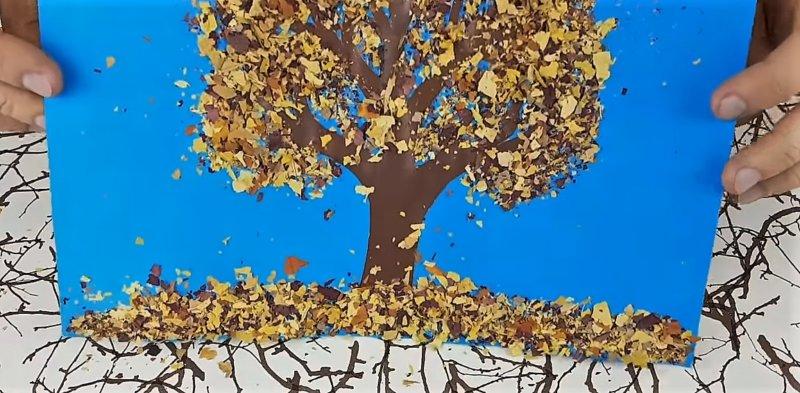 листья на дереве